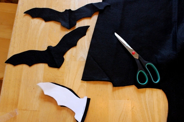 DIY Felt Bat Garland for Halloween Decorations