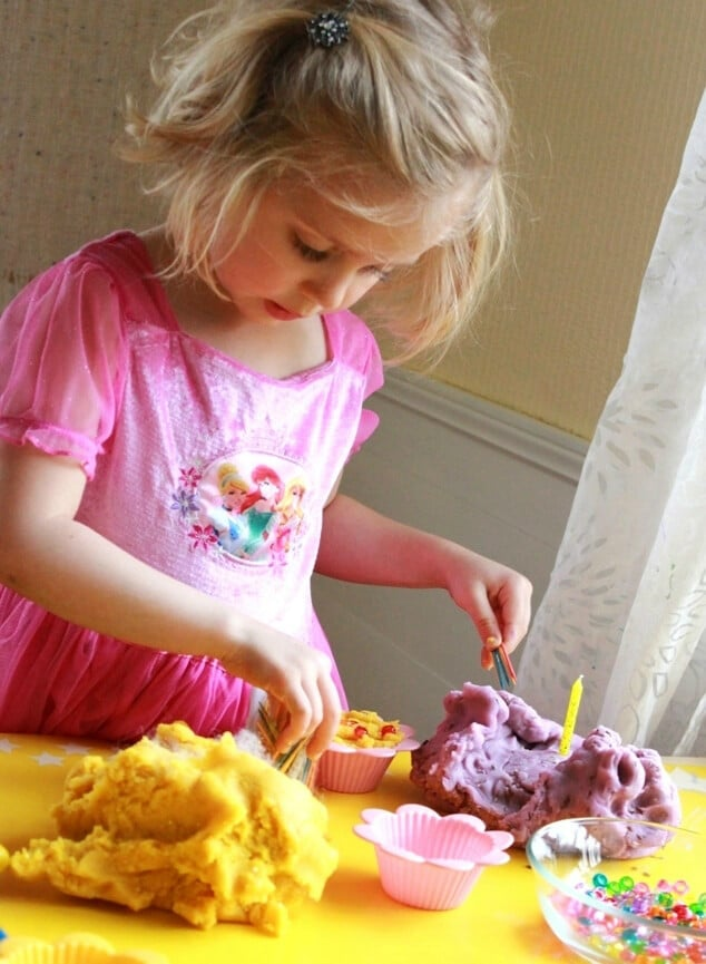 Pretend Play Ideas with Playdough - playdough bakery