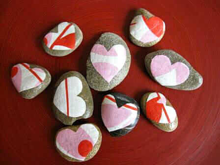 Heart rocks - an easy decoupage project for Valentine's Day