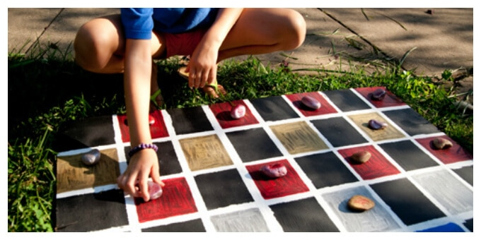 DIY Outdoor Games with Rocks - Checkers