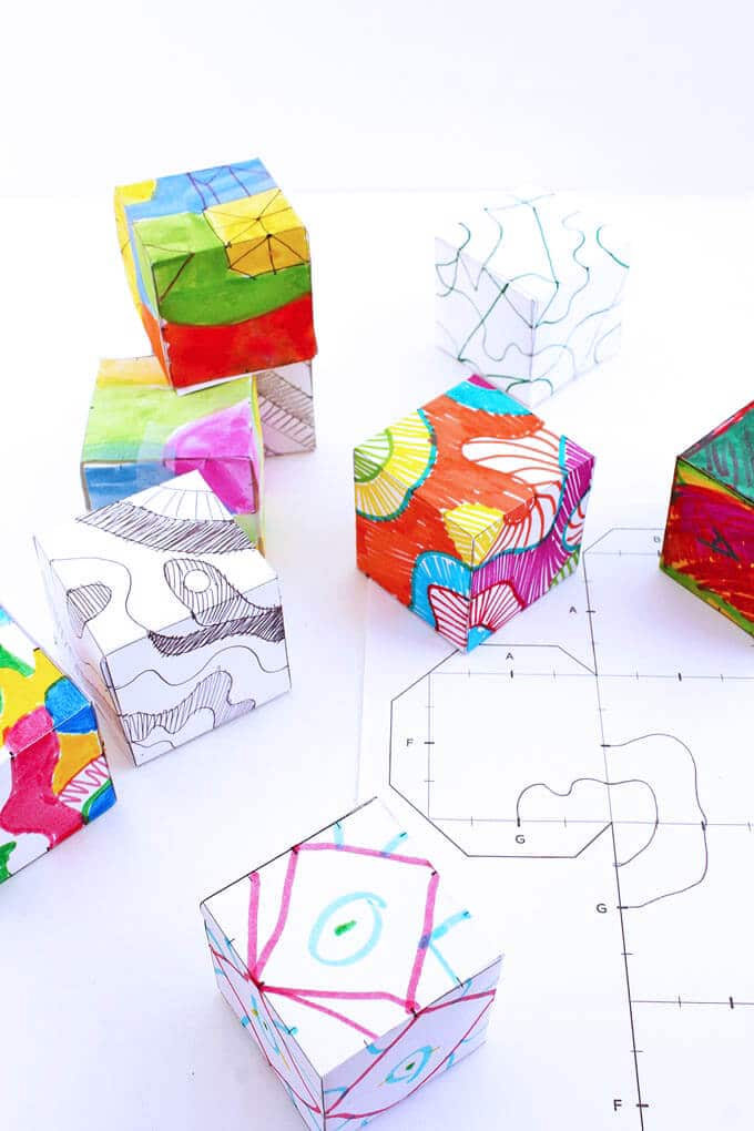 Plain 2-dimensional pattern turned in a 3-dimensional doodle cube.