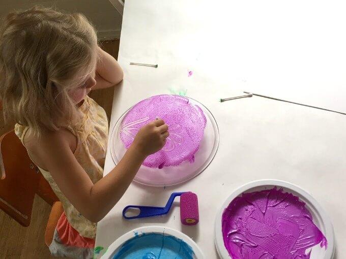 Monoprinting with Kids on a Pie Pan