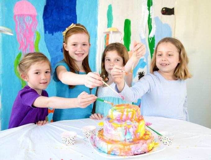 children decorating cakes
