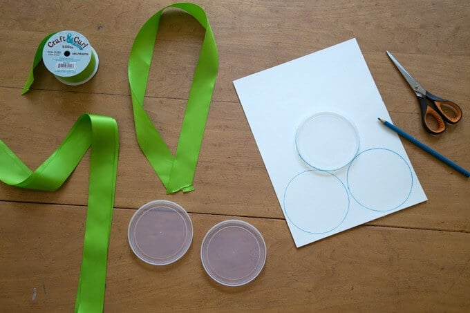 DIY Olympic Medals for Kids - Trace Lids