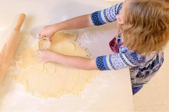 making skull cookies