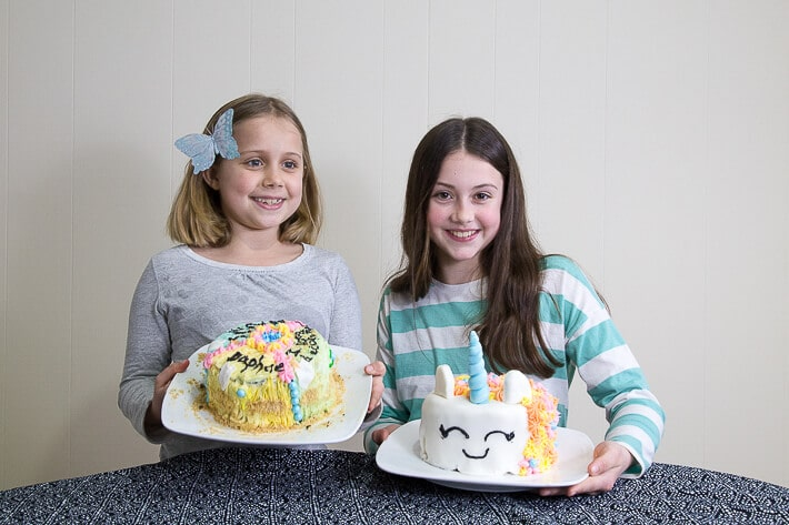 Maia and Daphne showing their decorated cakes