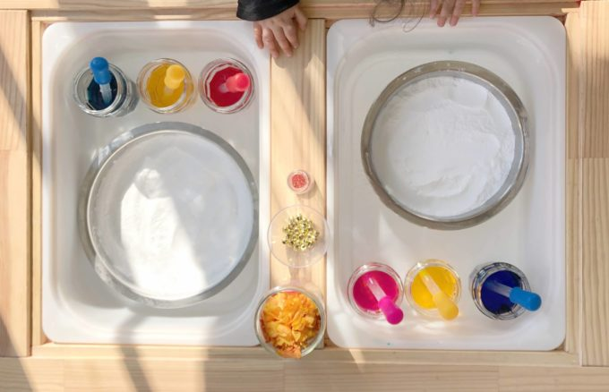 Color mixing with baking soda & vinegar experiment for kids
