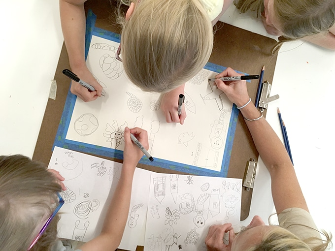 Family collaborative drawing game